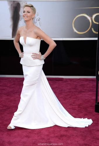 Charlize-Theron-Oscars-2013-Pictures