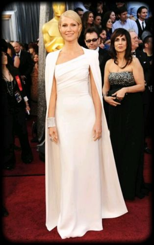 """Chique"" Gowns: Oscar Buzz"